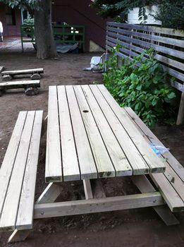 16-1.木製ベンチテーブルのベンチ上.jpg