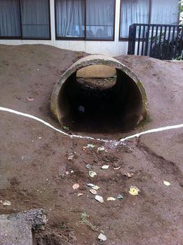 22-1.築山の土管トンネル内.jpg